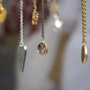 Τα απαραίτητα κοσμήματα για κάθε γυναίκα